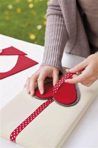 Envuelve regalos con mucho corazón · ElMueble.com · Navidad