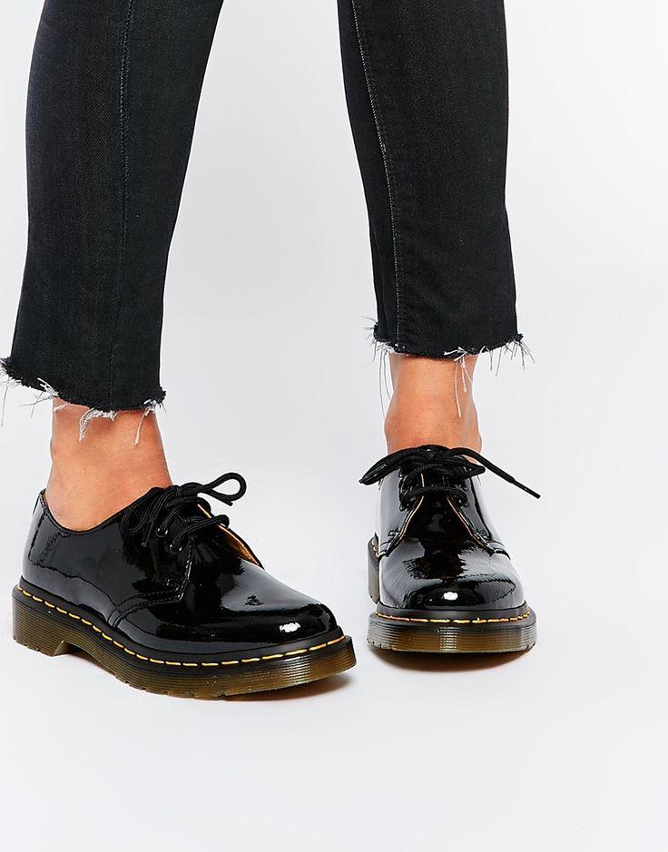 Chaussures plates par Dr Martens Tige en cuir Fini verni brillant Laçage à trois œillets Bout rond Petit talon rainuré Éviter tout contact avec des liquides 100% cuir véritable
