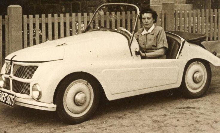 Dieses Auto hat einige interessante Daten: Gebaut im sauerländischen Arnsberg unter der Bezeichnung Kleinschnittger F 125. Der Motor wurde ähnlich einem Rasenmäher mit einem Seilzug gestartet und leistete 6 PS. Damit beschleunigte er das leichte aus Aluminium gebaute Fahrzeug auf immerhin 70 km/h.