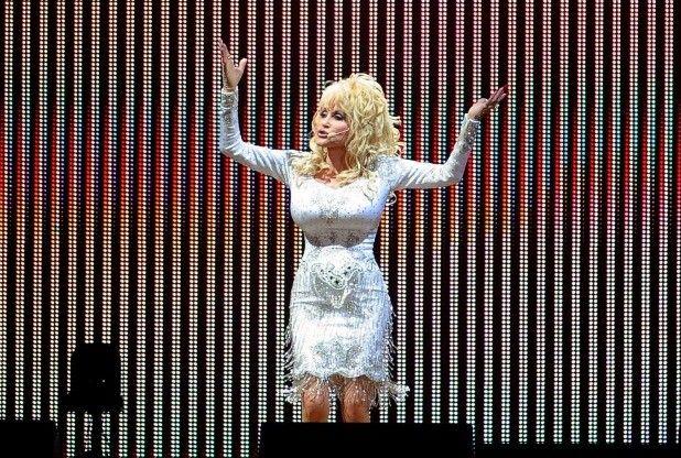 Dolly Parton to play Glastonbury 2014