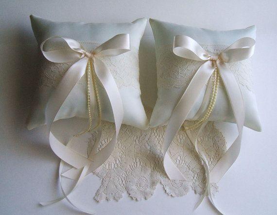 Coppia di Ring Bearer cuscini Betania nozze scegliere avorio o bianco & Bow colore