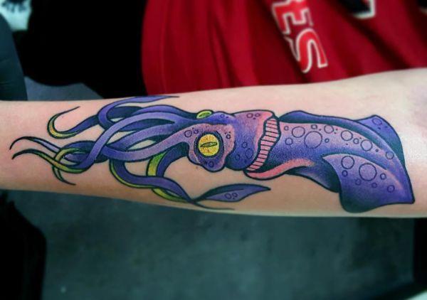 Pulpo y calamar tatuajes y su significado - http://tatuajeclub.com/2016/06/01/pulpo-y-calamar-tatuajes-y-su-significado.html