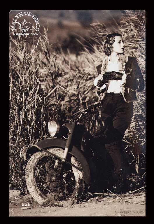 BMW al femminile: fotografie di donne e motociclette BMW dai primi anni ad oggi - Argomenti in Libertà - Off Topic