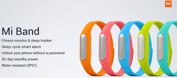 """""""Mi Band で計測できるのは、着用者のウォーキング/ランニングなどの移動状況と睡眠サイクル。計測した睡眠サイクルを元に、目を覚ますのに最適なタイミングで振動するスマートアラーム機能も備えます。 """""""
