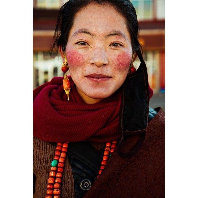 Tibetan woman / photo by Mihaela Noroc, The Atlas of Beauty