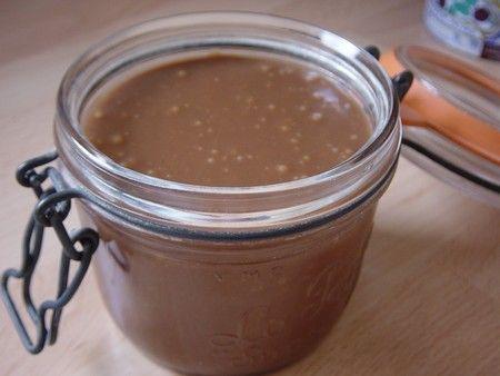 Nutella maison : chocolat au lait 150gr pate à praliné 100gr beurre 100gr lait concentré sucré 20cl faire fondre et mettre en pot mmmmm !