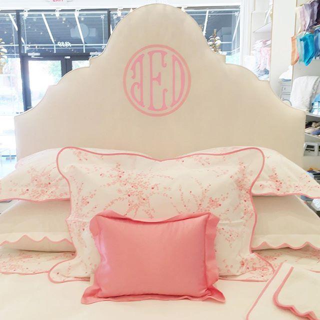 Pretty mix   #boxwoodlinens #houston #linens #custom #monogram #headboard #porthault #pink #jetedefleurs