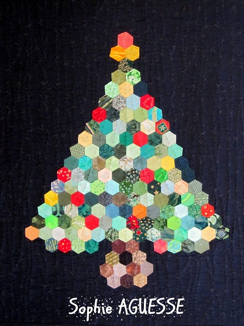 Christmas tree in hexagons, Sophie Aguesse, at L'Exposition Portes Ouvertes 2012, Beauce-Arts Textiles
