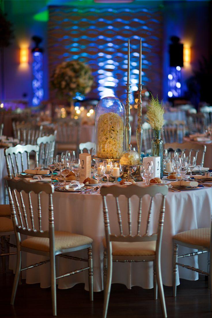 Nem muszáj minden asztalon ugyanannak a dekorációnak lennie. Sőőőt!