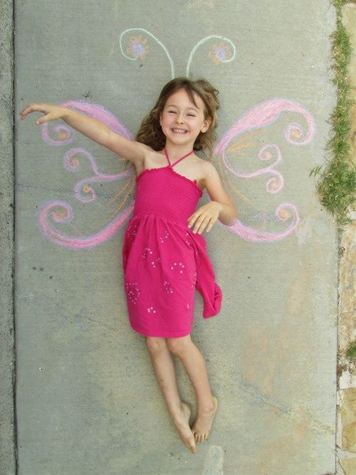 Fun summer photo opp idea for the kids! This looks fun