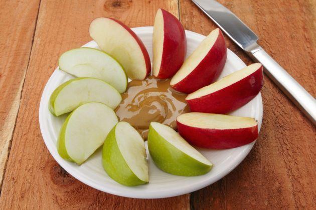 Manzana-en-crema-de-mantequilla-de-mani-3.jpg