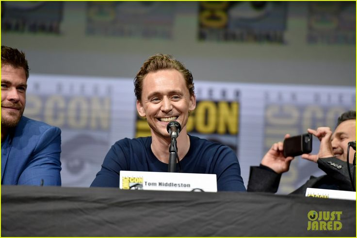http://cdn03.cdn.justjared.com/wp-content/uploads/2017/07/thor-ccpanel2/chris-hemsworth-tom-hiddleston-thor-comic-con-panel-19.JPG