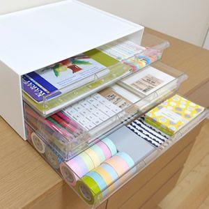 A4サイズの書類や雑誌、郵便物を収納できるニトリのワイド収納ケース3段。透明な引き出しは白い画用紙で目隠しをすると、シンプルインテリアに取り入れやすくなります。ワイド収納ケース3段の収納アイデアや活用法を写真付きでブログレポートします!