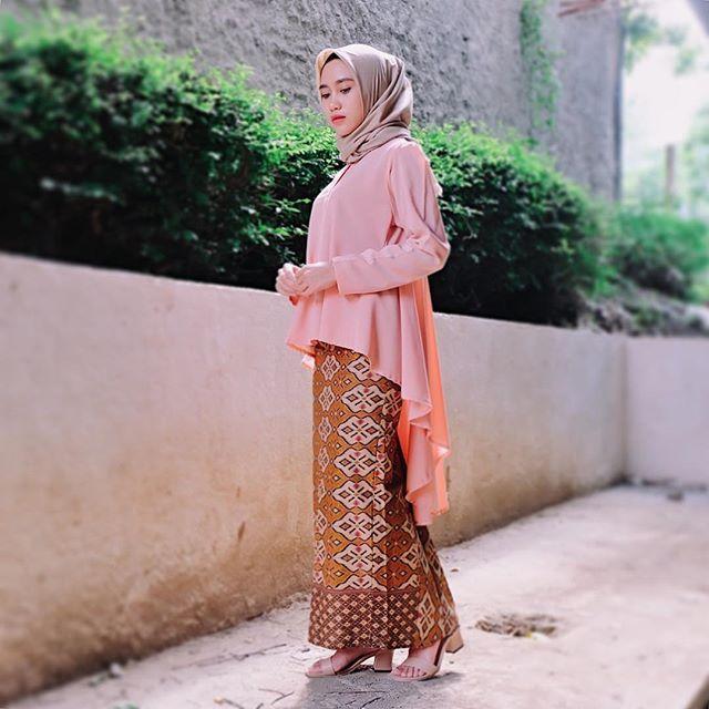 nyempetin #ootd sebelum kondangan     btw, aku pakai gisela dress warna peach dari @dzieboutique  sukaa banget pokonya! thankyou #recomended ✨  #endorsement #endorse #kondanganootd