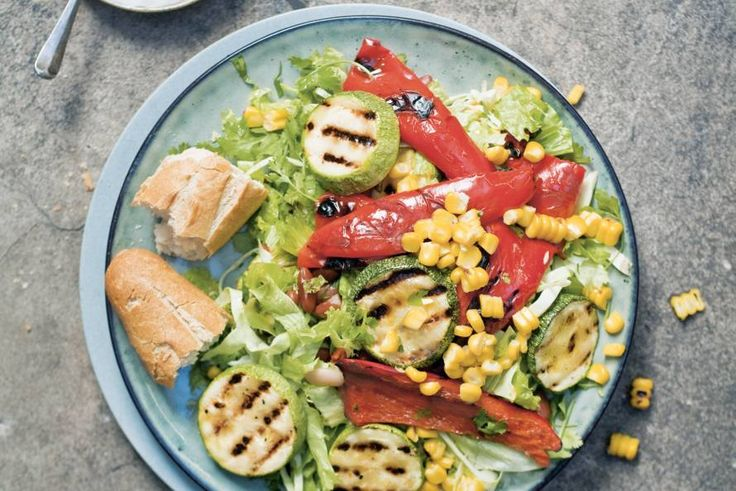 Gril de lekkerste groenten op de barbecue voor een vegetarische maaltijdsalade - Mexican streetsalad - Recept - Allerhande