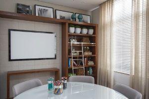 """Home Office e Biblioteca. Lousa interativa, """"mirror screen"""". Casa Cor Campinas 2012"""