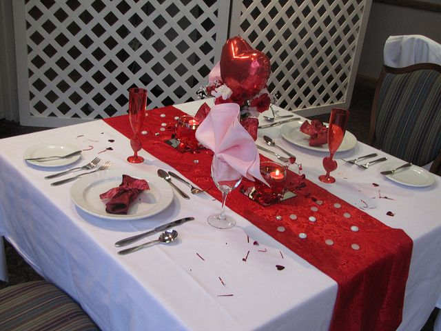 Valentine 39 s day romantic table for two valentine 39 s day - Valentine s day table setting ...