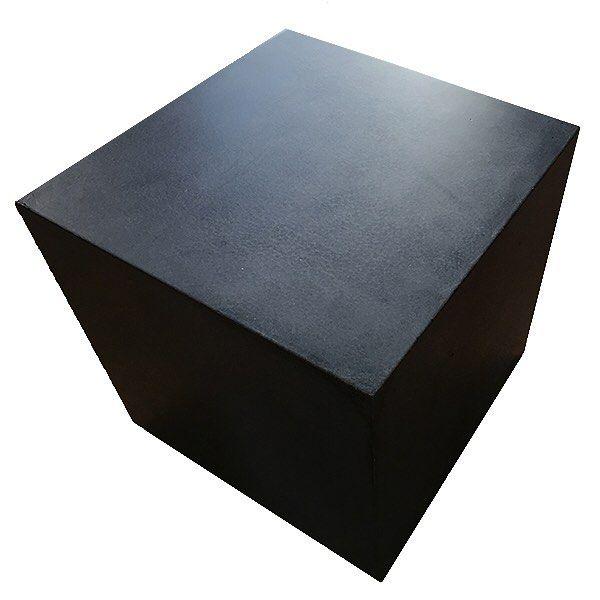#betongmöbler #danishform #lenyta #genomfärgad #nofakebetong #betongpall på hjul eller med ben #utemöbler #ute&inne möbler