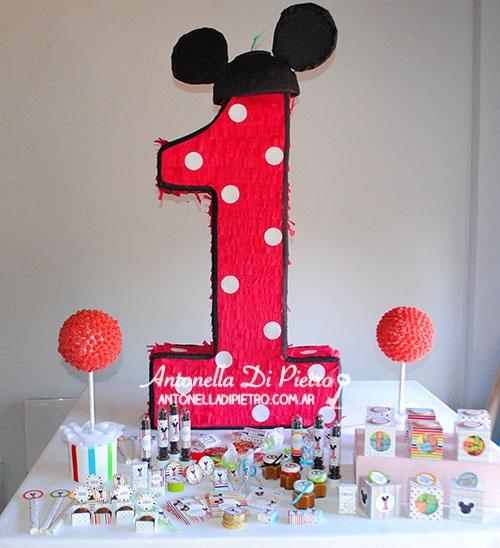 Mickey mouse en un primer añito. Primer año. piñata, dulces http://antonelladipietro.com.ar/blog/2013/05/cumple-mickey/