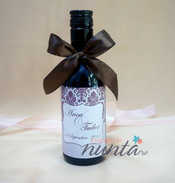 Marturie de nunta sticla de vin Soft Damask 187 ml, pentru cei care vor sa ofere o altfel de marturie, in ton cu invitatiile si accesoriile de nunta