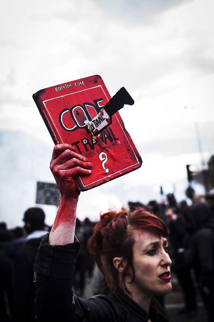 Paris, le 28 avril 2016. Manifestation contre le projet de loi travail El Khomri, entre la place Denfert-Rochereau et la place de la Nation.   COMMANDE N° 2016-0586