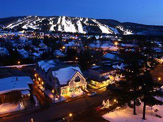 Skiing at Mont Saint-Sauveur, Quebec, Canada / Ski de soirée au Mont Saint-Sauveur, Québec, Canada