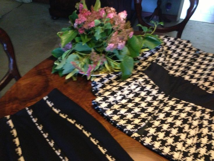 Stunning ALMA black and white houndstooth jacket cocktail and stretch skirt. Black cotton waist and gro