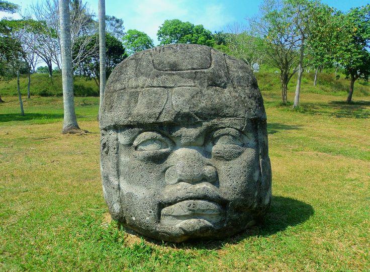 Cabeza colosal. Increíbles piedras talladas de la cultura #olmeca a muy pocos kilómetros de #Villahermosa, en el estado mexicano de #Tabasco. http://www.bestday.com.mx/Villahermosa/ReservaHoteles/