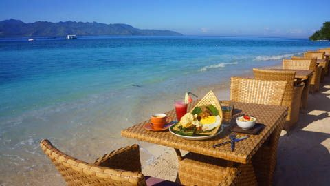 Breakfast at Pearl Beach Lounge, Gili Trawangan   TravelJunkieIndonesia.com