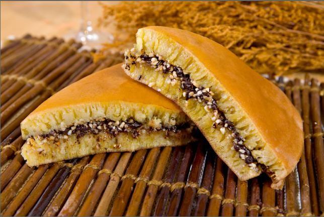 Seperti cara membuat Martabak Manis ncc atau Martabak Holand, membuat resep martabak manis keju coklat ini juga menggunakan wajan teflon dan baking powder