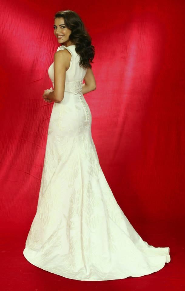 Red carpet! Catarina Furtado in a beautiful Nuno Baltazar's long dress