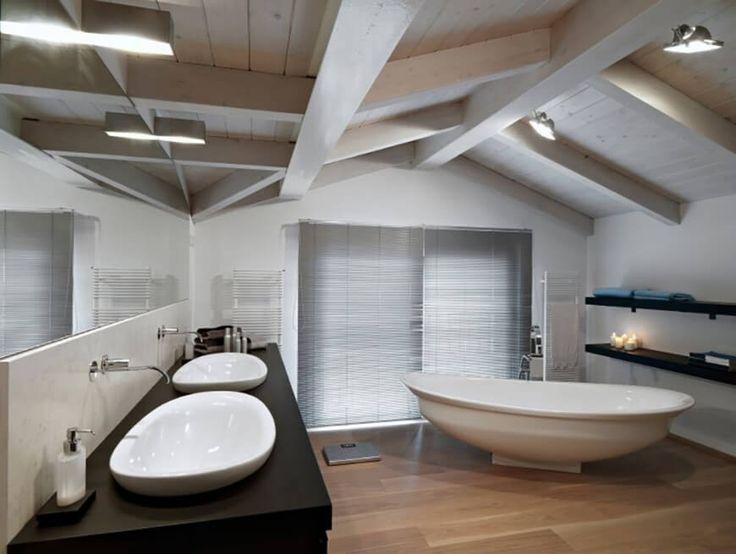 Die Matte Oberfläche Oberfläche der dieses dunkle Arbeitsplatte ist glatt und einfach. Die ovale Rahmen montierten Waschbecken drauf passen freistehende ovale Badewanne.