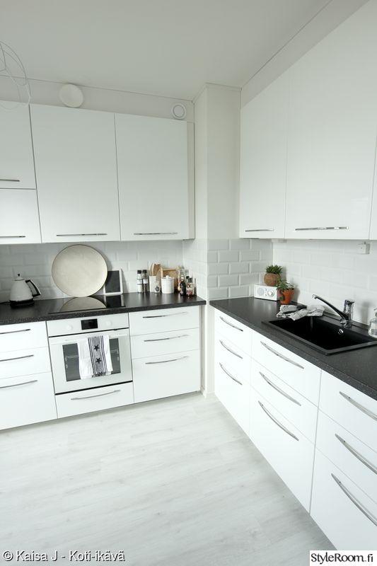 keittiö,ikea,valkoinen keittiö,valkoinen sisustus,mustavalkoinen sisustus