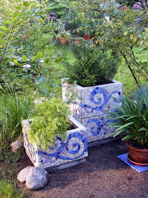 Outdoors Mosaic Planters - Frost resistant floor tiles were used on concrete blocks with concrete stepping stones as bottoms