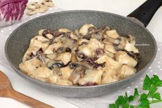 Bocconcini di pollo al gorgonzola con funghi e radicchio
