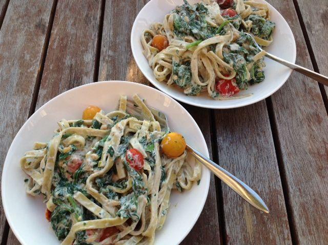 Tagliatelle met spinazie, tomaat en ricotta.