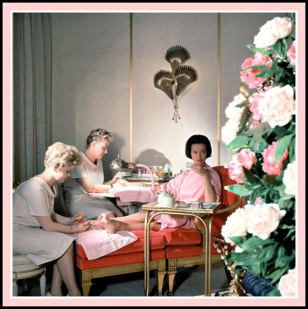 Miss Gloria Vanderbilt Enjoying A Mani Pedi At House Of