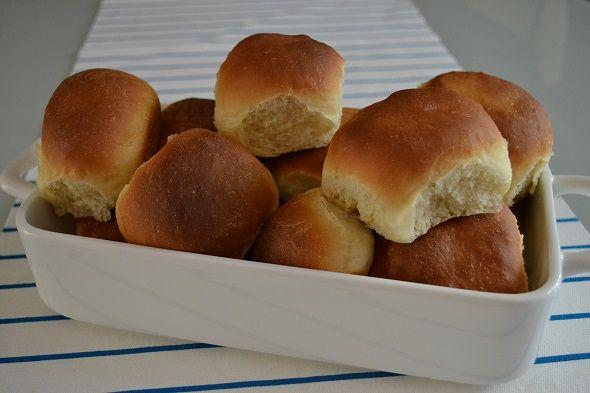 Zelf brood bakken is leuk en veel minder moeilijk dan je zou denken. Ik laat je zien hoe je zelf zachte bolletjes kunt maken.