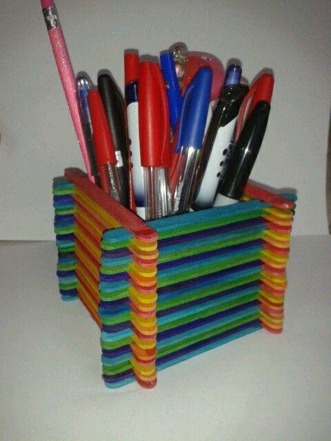 Porta lápices con palitos de helado :)