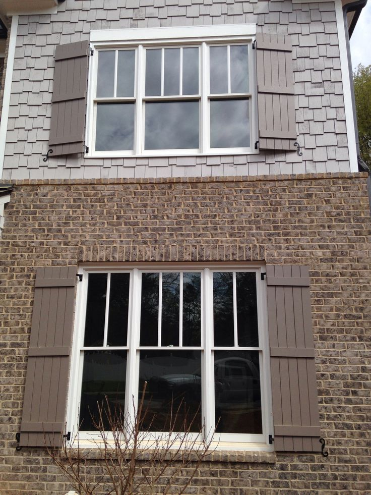 Exterior: Everest Gray Brick Anti-buff Mortar