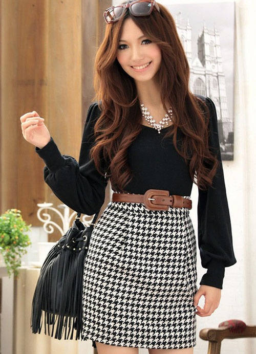 Great way to wear houndstooth skirt for game day when you wanna stand out for a Alabama game