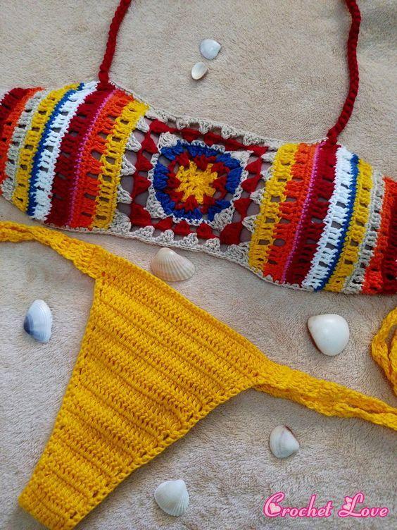 Biquíni multicolorido em crochê
