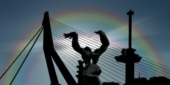 Koop 'Regenboog in Rotterdam' van Bram van Eijk voor aan de muur.