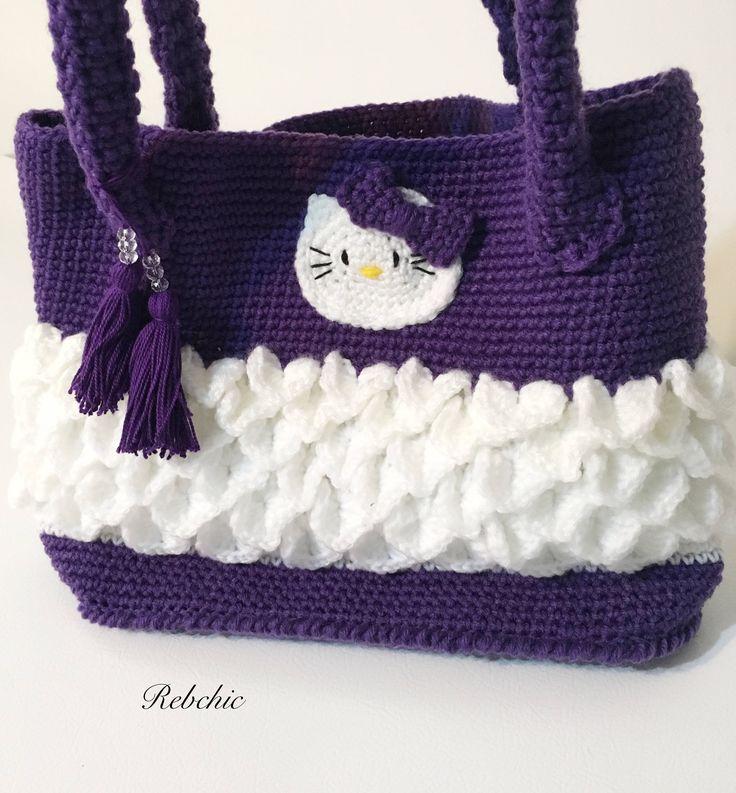 "Sac au crochet  - Style ""Hello Kitty"" - sac à  main par RebChicKnit sur Etsy https://www.etsy.com/ca-fr/listing/512519158/sac-au-crochet-style-hello-kitty-sac-a"