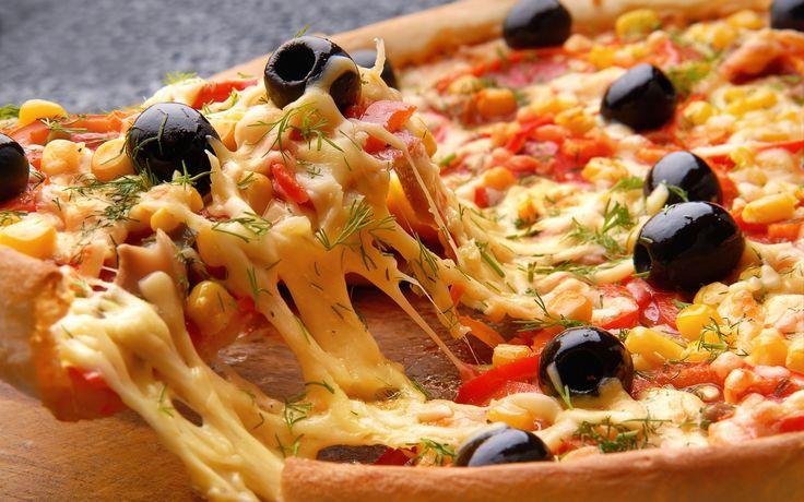 pizza de liquidificador ingredientes Massa: 1 xícara (chá) de leite 1 ovo 1 colher (chá) de sal 1 colher (chá) de açúcar 1 colher (sopa) de margarina 1 e 1/2 xícara (chá) de farinha de trigo 1 colher (sobremesa) de fermento em pó 1/2 lata de molho de tomate Sugestão de Recheio: 250 g de…