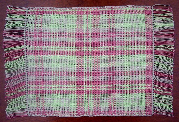 $12.000 COP Individual en hilo macramé tejido en telar horizontal