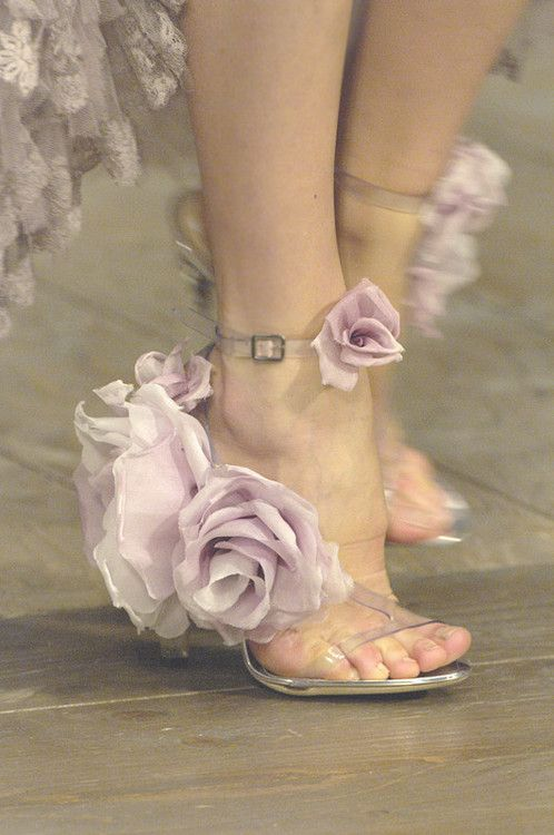 One can just never wear too many flowers. After all, our feet want to be happy and beautiful too!!!!! Shoes at Alexander McQueen Spring 2007