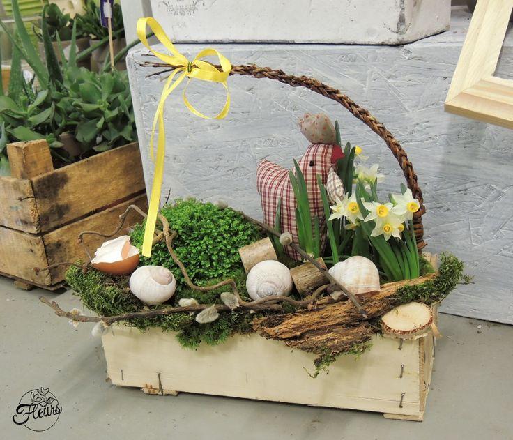 Velikonoční dekorace se slepičkou / Květiny Fleurs #spring #easter #decoration #arrangement