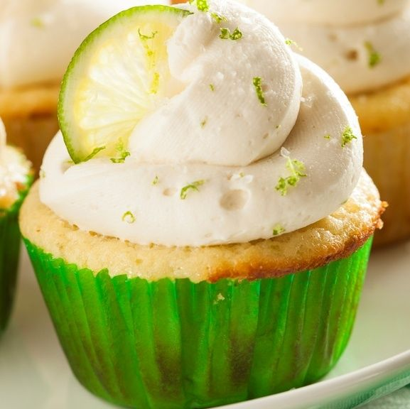 Sinfully Delicious Gin and Tonic Cupcakes | Work It, Mom!