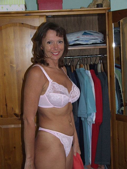 Pas De Cougar Milf Nue  Cougars And Milfs Dressed  Enjoy -6077